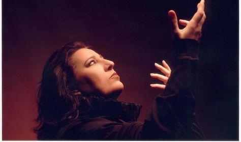 Η Μαρία Φαραντούρη τραγουδά Μίκη Θεοδωράκη