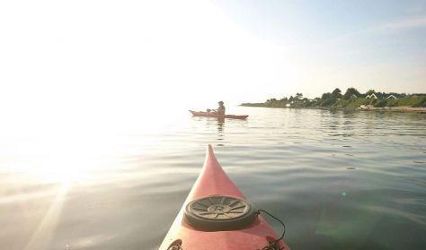 Skøn morgentur i havkajak langs kysten