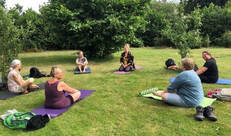Yoga og vandretur i Kongernes Nordsjælland